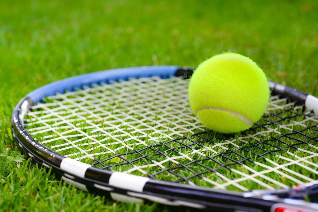 テニスで左利きの選手が有利と言われる理由
