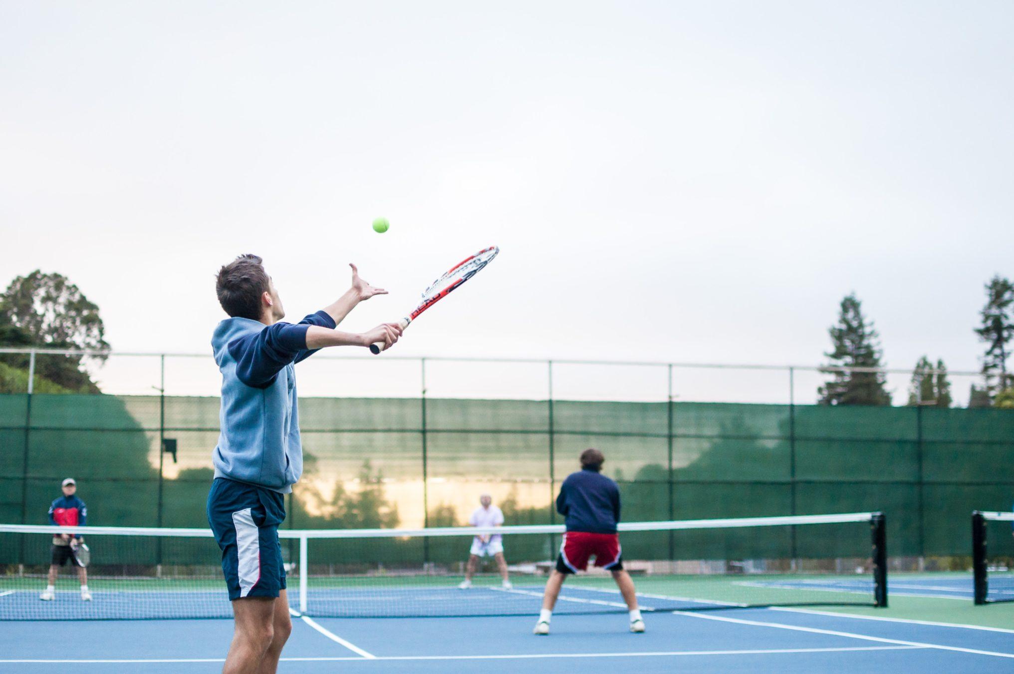 テニスのフォルトとは?ダブルフォルトとサービス力の関連性。
